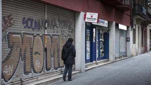Locales comerciales cerrados en el Eixample de Barcelona, el pasado marzo.