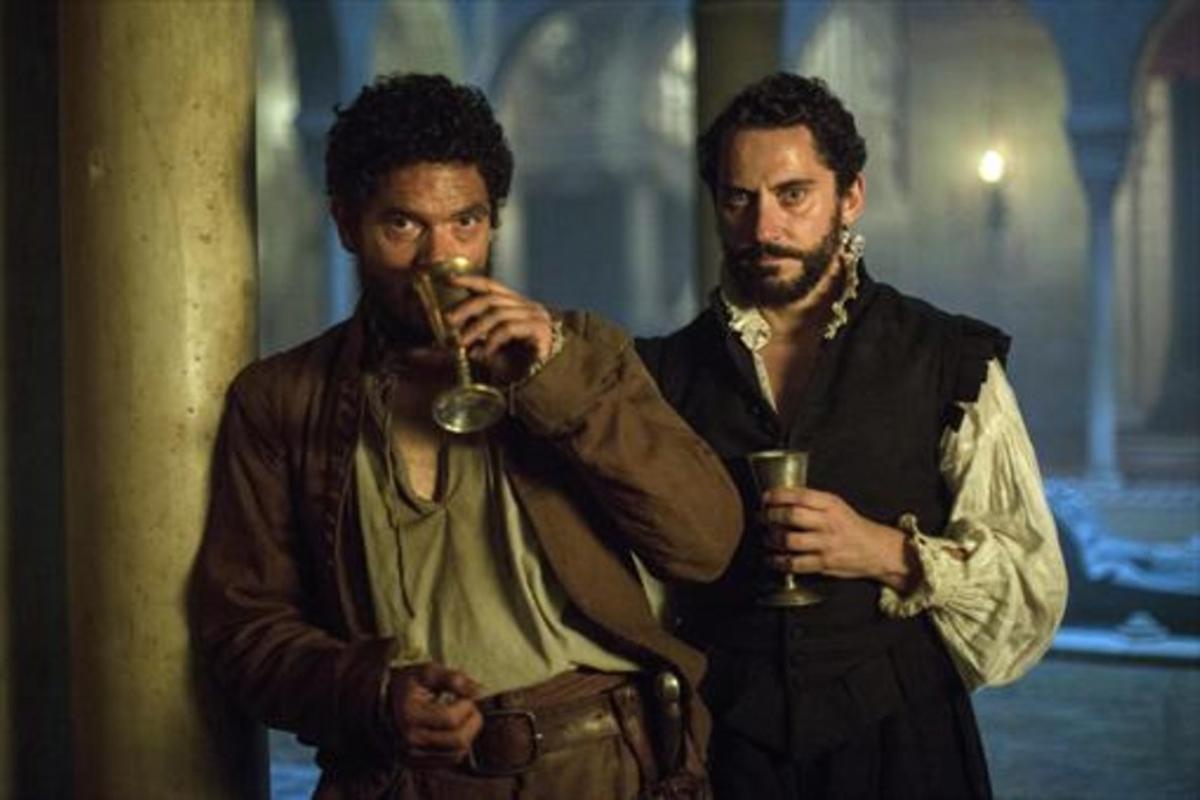Pablo Molinero (izquierda) y Paco León, en un fotograma de 'La peste'.