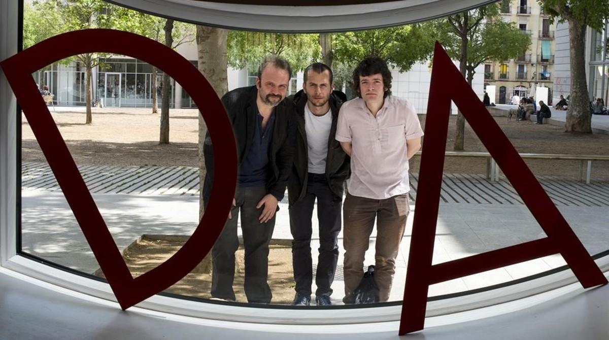 De derecha a izquierda, Juan Cavestany, Pablo Hernando y Julian Génisson, directores de 'Esa sensación'.