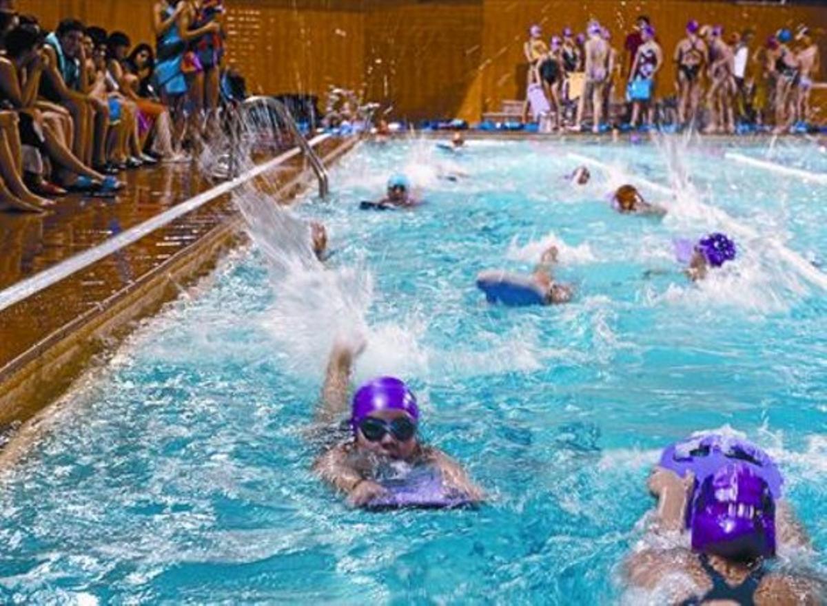 Voluntariosos 8 Un numeroso grupo de jóvenes nadadores se entrenan en L'Hospitalet, pero fuera del club.