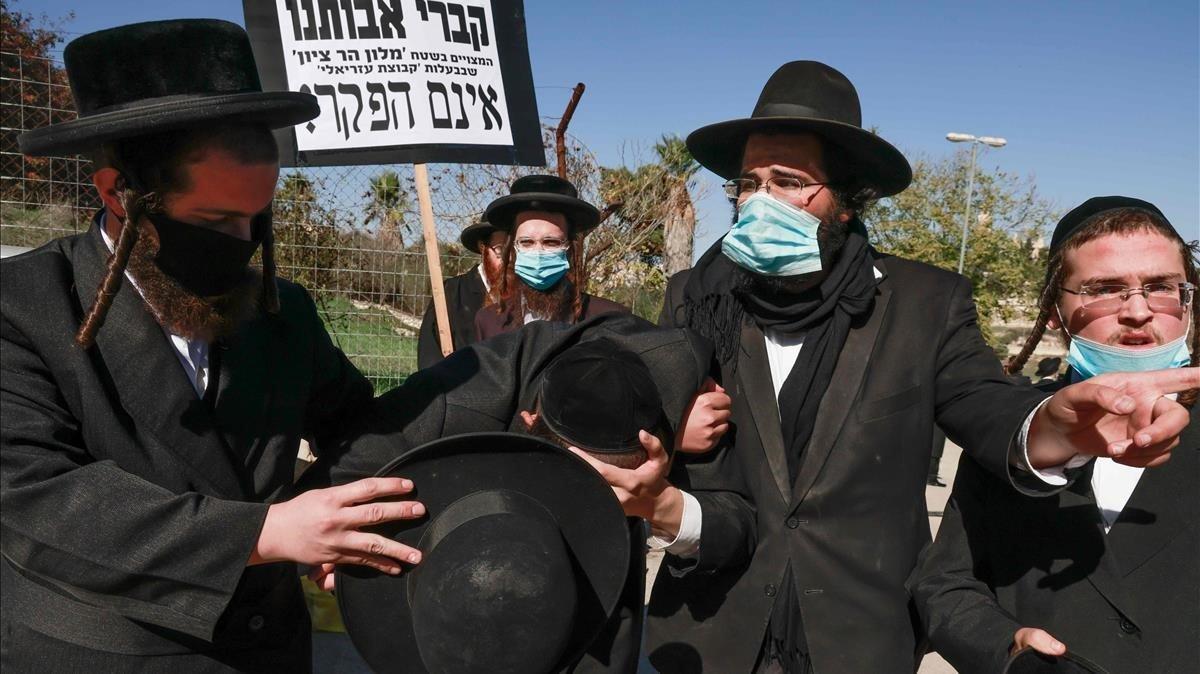 Foto de archivo de ultraortodoxos judíos.