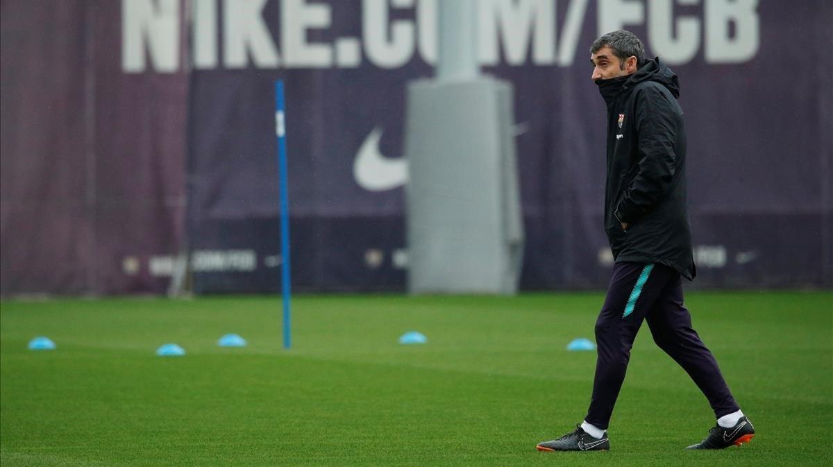 Valverde, en el entrenamiento previo al clásico con el Madrid en el Camp Nou.