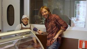 Quim Masferrer, en el programa de TV-3 'El foraster', durante su visita a La Vall d'en Bas.