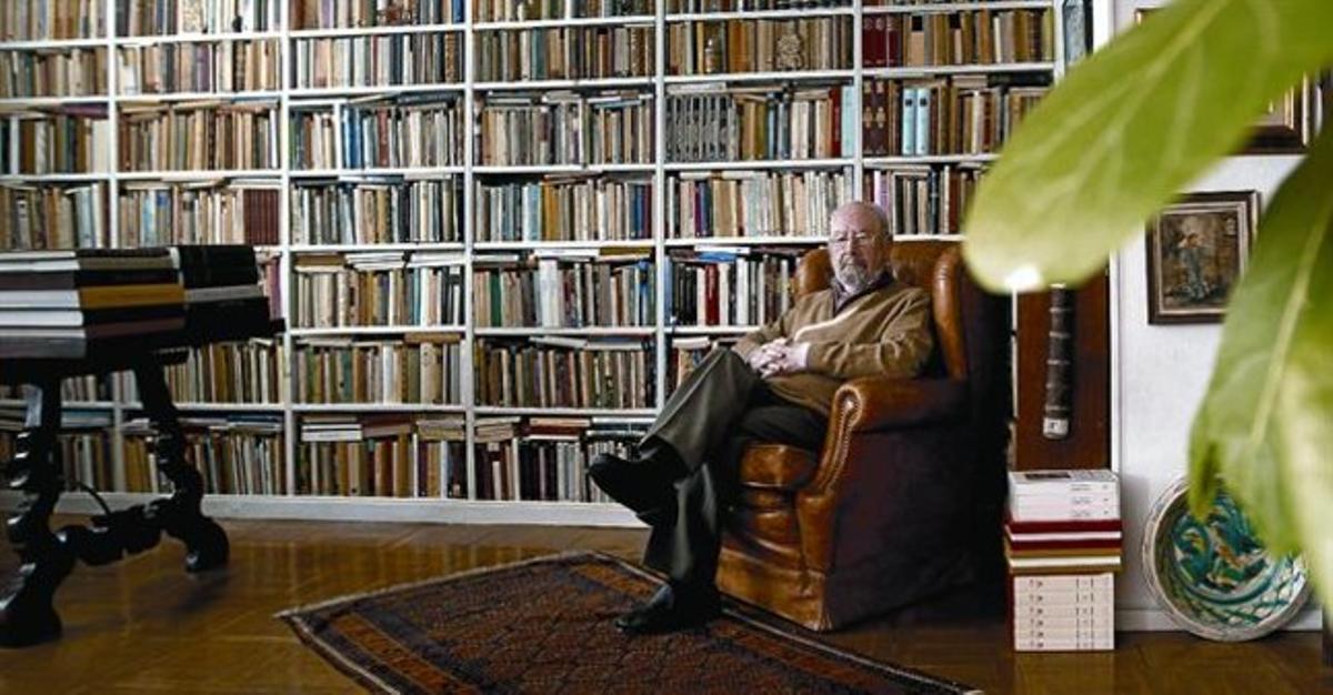 El novel·lista i poeta de Jerez José Manuel Caballero Bonald, al seu domicili madrileny, ahir.