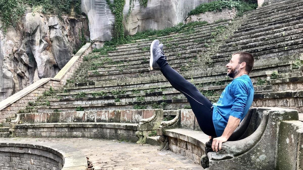 Enric Llinares, en las gradas del Teatre Grec de Montjuïc.