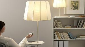 Así funciona la lámpara inteligente de Ikea con mando a distancia.
