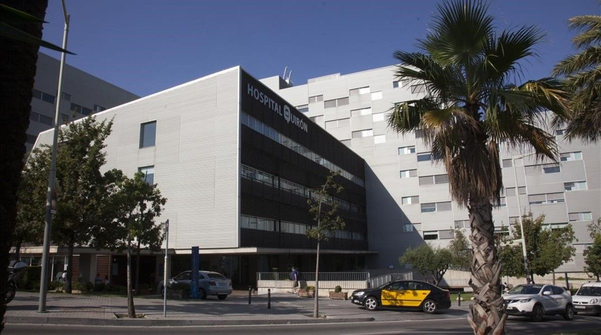 Hospital QuirónSalud en la plaza Alfons Comín de Barcelona este martes.