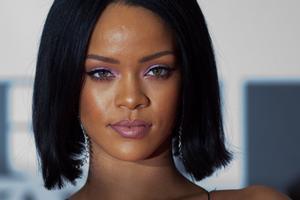 FA00062. LONDON (R. UNIDO), 04/06/2019.- Fotografía de archivo de Rihanna, cantante de origen barbadense, mientras llega a la alfombra roja para los Brit Awards 2016 en el O2 Arena en Greenwich, Londres, Gran Bretaña, el 24 de febrero de 2016 (publicado nuevamente el 5 de junio de 2019). Según los informes de los medios de comunicación el 5 de junio de 2019, la revista Forbes clasificó a Rihanna como la artista femenina más rica del mundo. Su fortuna se estima en 600 millones de dólares estadounidenses, debido a su éxito como cantante, la inversión en la compañía de cosméticos Fenty Beauty y la asociación con el diseñador de modas LVMH. EFE / ANDREW COWIE /ARCHIVO