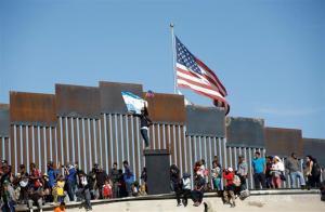 Inmigrantes en la frontera de México con los Estados Unidos.