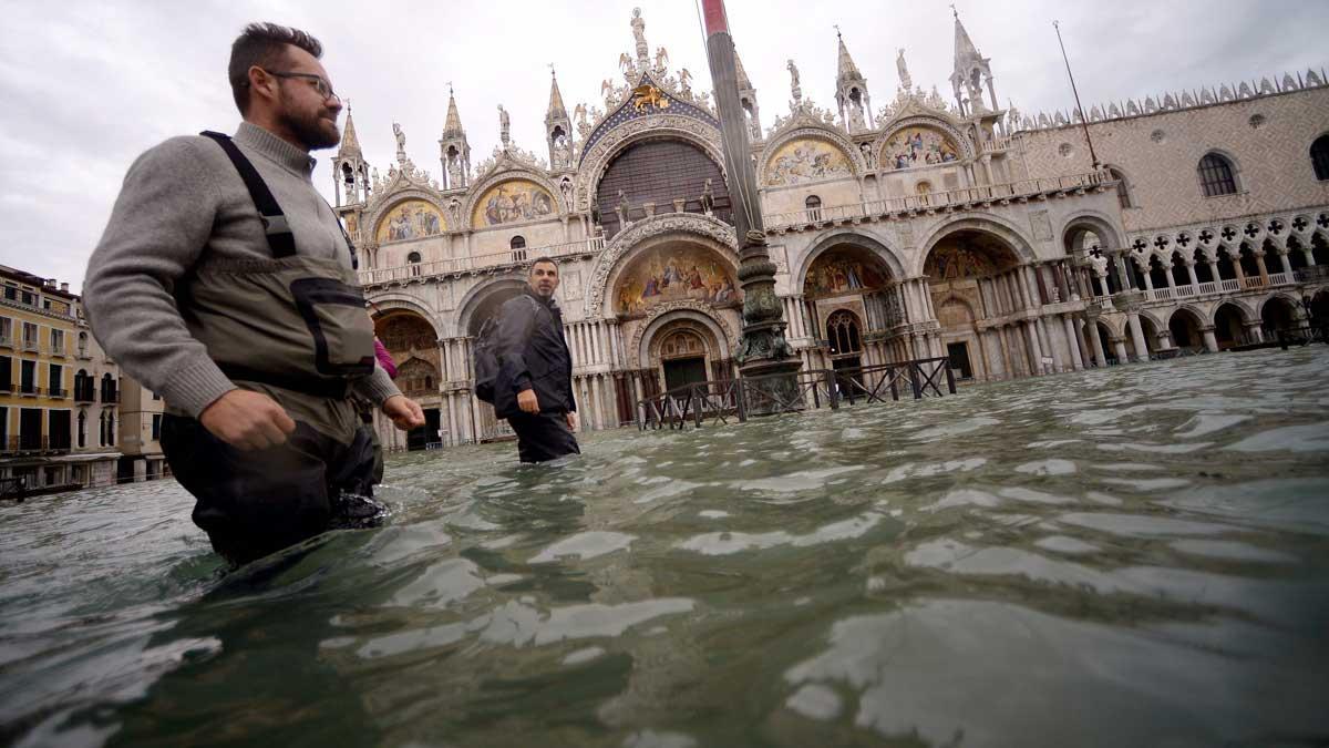 El Gobierno italiano decreta el estado de emergencia en Venecia. En la imagen, la plaza de San Marcos, inundada.
