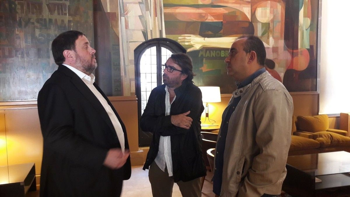 Oriol Junqueras con los líderes de UGT y CCOO en una imagen de archivo.