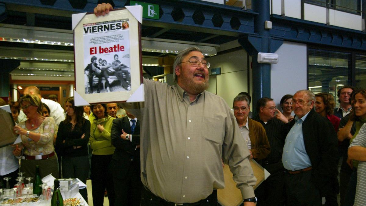Antonio Franco en el acto de despedida en la redacción de Consell de Cent