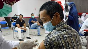 Vacunación contra el coronavirus en Banda Aceh (Indonesia), el pasado sábado.