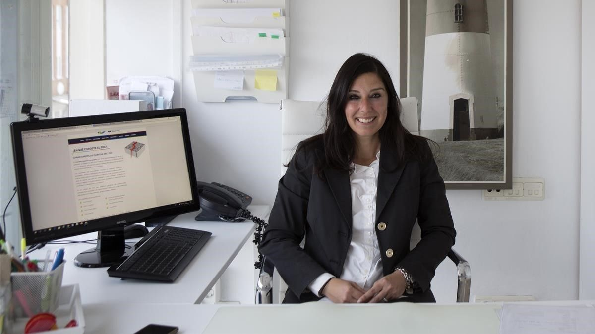 La psicóloga clínica Blanca Bueno, experta en el tratamiento del trastorno obsesivo-compulsivo (TOC), en su consulta del Centro Médico Teknon, en Barcelona.