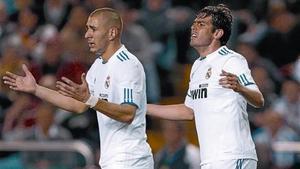Benzema y Kaka se lamentan el pasado sábado en Riazor.