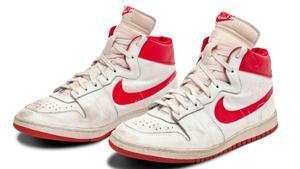 Las Nike que Jordan usó en el quinto partido de la temporada de su debut en la NBA, en 1984.