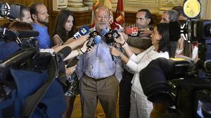 L'alcalde de Valladolid, Javier León de la Riva, compareix davant els mitjans de comunicació, per explicar la polèmica sobre les seves declaracions.