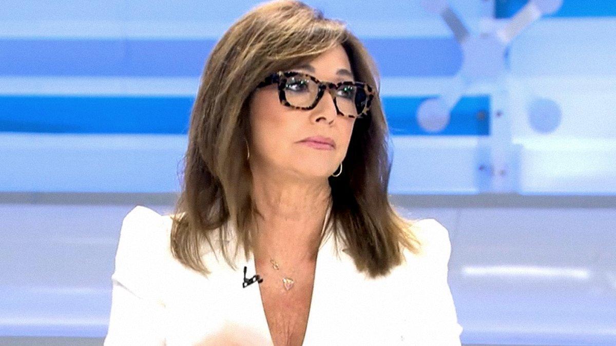 """Ana Rosa desvela qué político no quiere acudir a su programa: """"Le llevo llamando ocho meses"""""""