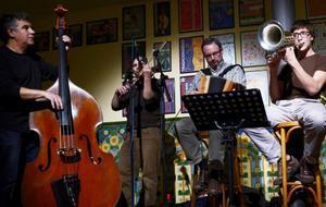 Les Vespres dels Dimecres reúnen a músicos de diferentes estilos en el bar del CAT