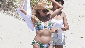 Carmen Cervera se baña en las playas de Eivissa.