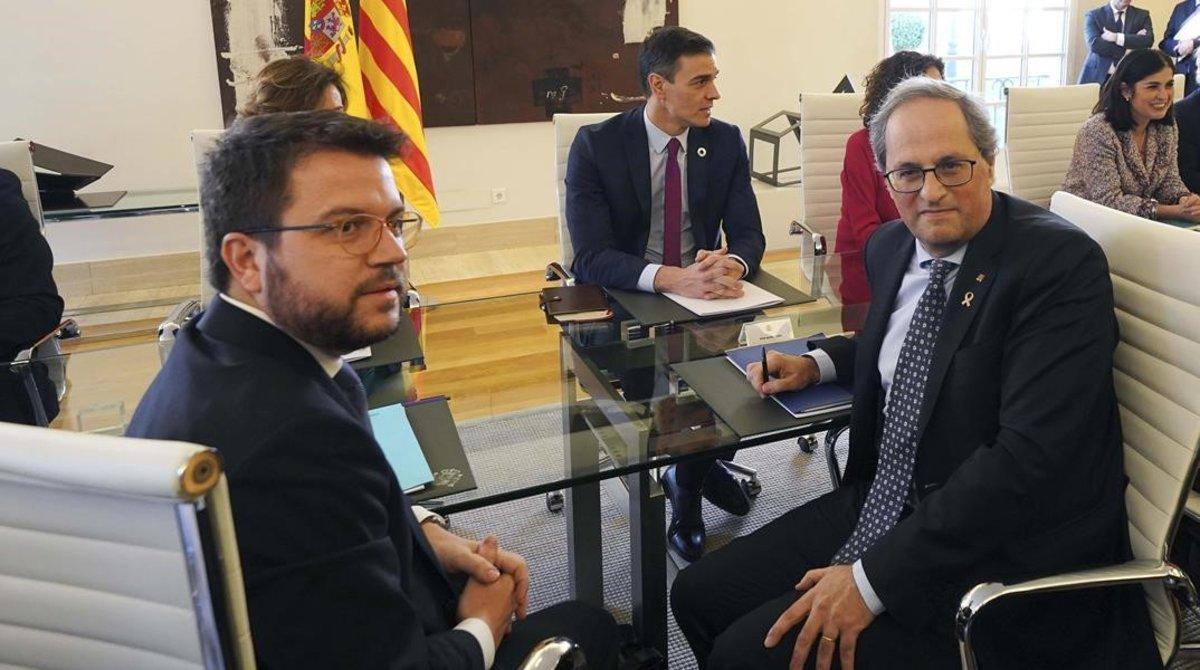 Pere Aragonès, Quim Torra y Pedro Sánchez, el pasado 26 de febrero en la Moncloa, durante la primera reunión de la mesa de diálogo.