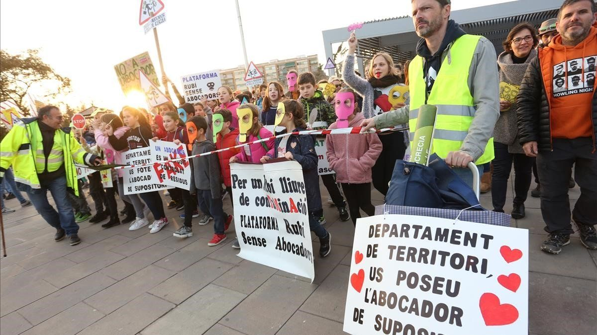 La Generalitat i l'Ajuntament discrepen sobre la necessitat d'un estudi ambiental per activar un abocador a Rubí