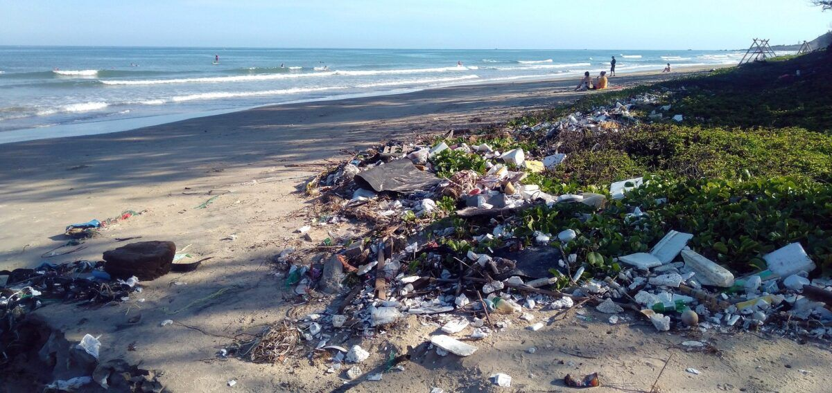 Campaña de apadrinamiento para eliminar «basuraleza» en espacios naturales
