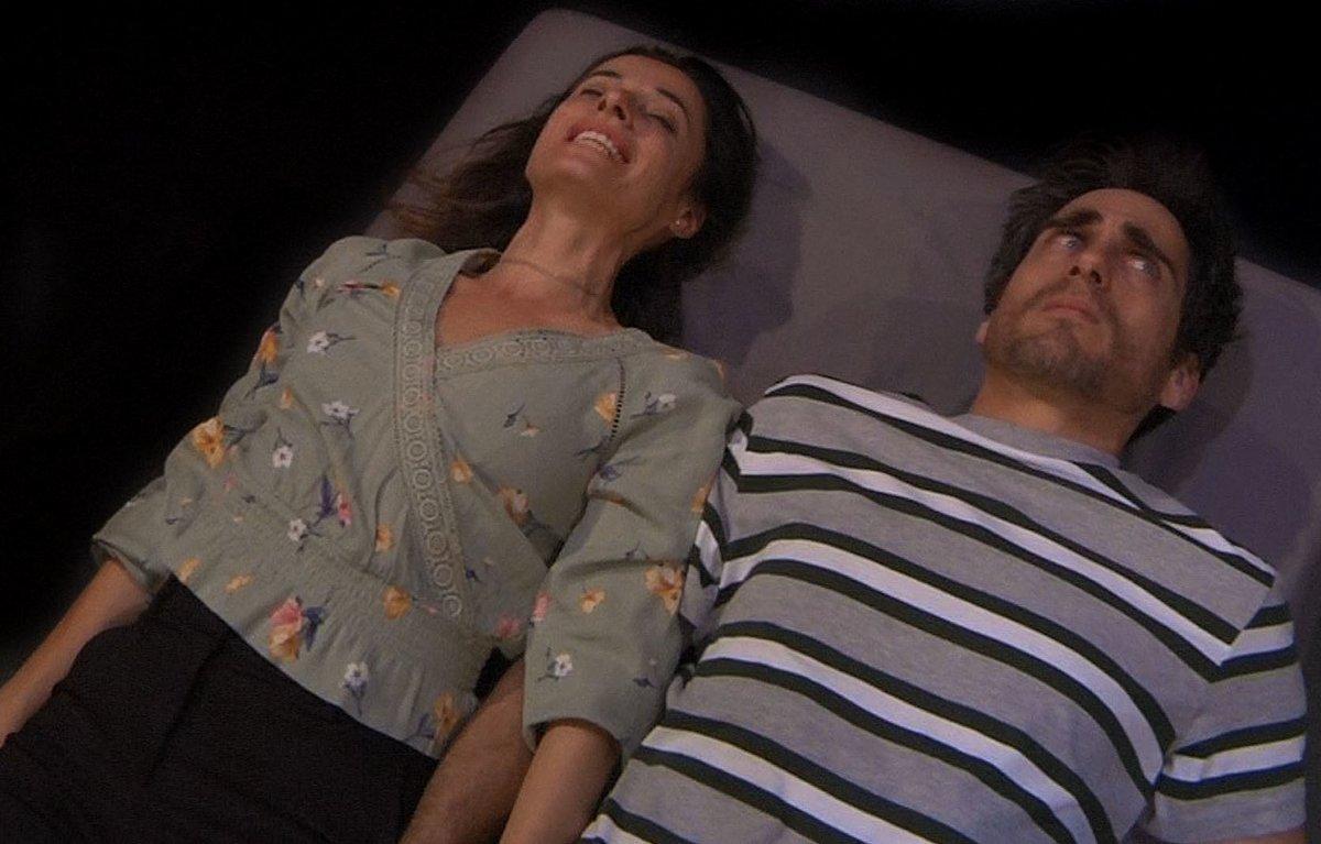 La trama principal se centra en los personajes de Naïma y Oriol.