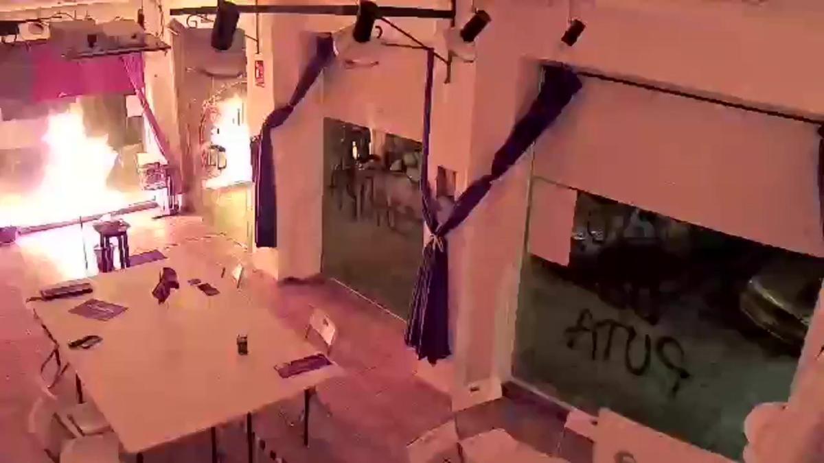 Atacada con cócteles molotov la sede de Podemos en Cartagena.