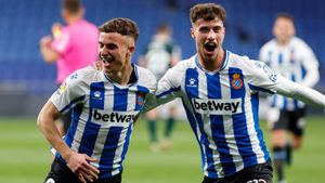 Pedrosa y Javi Puado celebran uno de los goles del Espanyol.