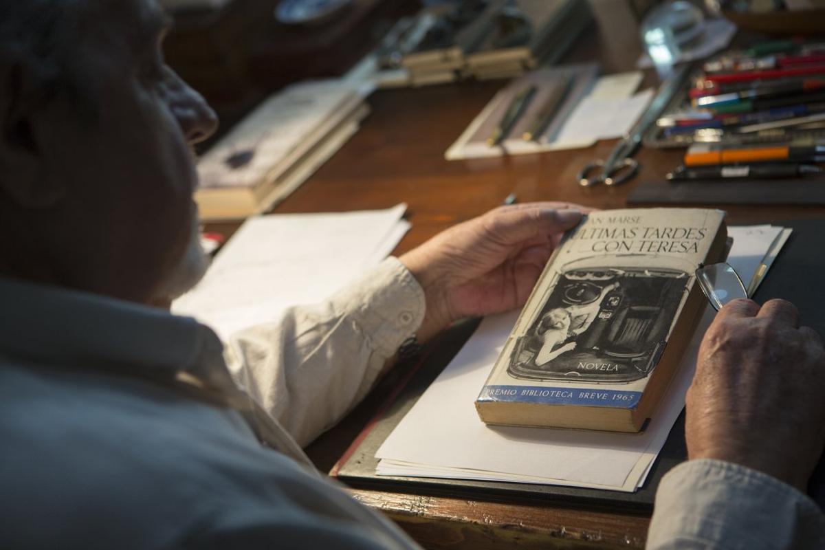Juan Marse, ante una primera edición de 'Últimas tardes con Teresa'.