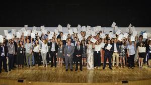 Foto de familia de los galardonados con la beca de investigación de La Caixa.