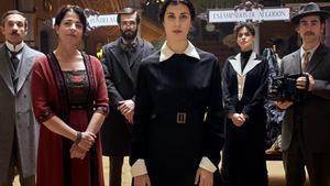 Algunos de los personajes del telefilme 'La dona del segle'.