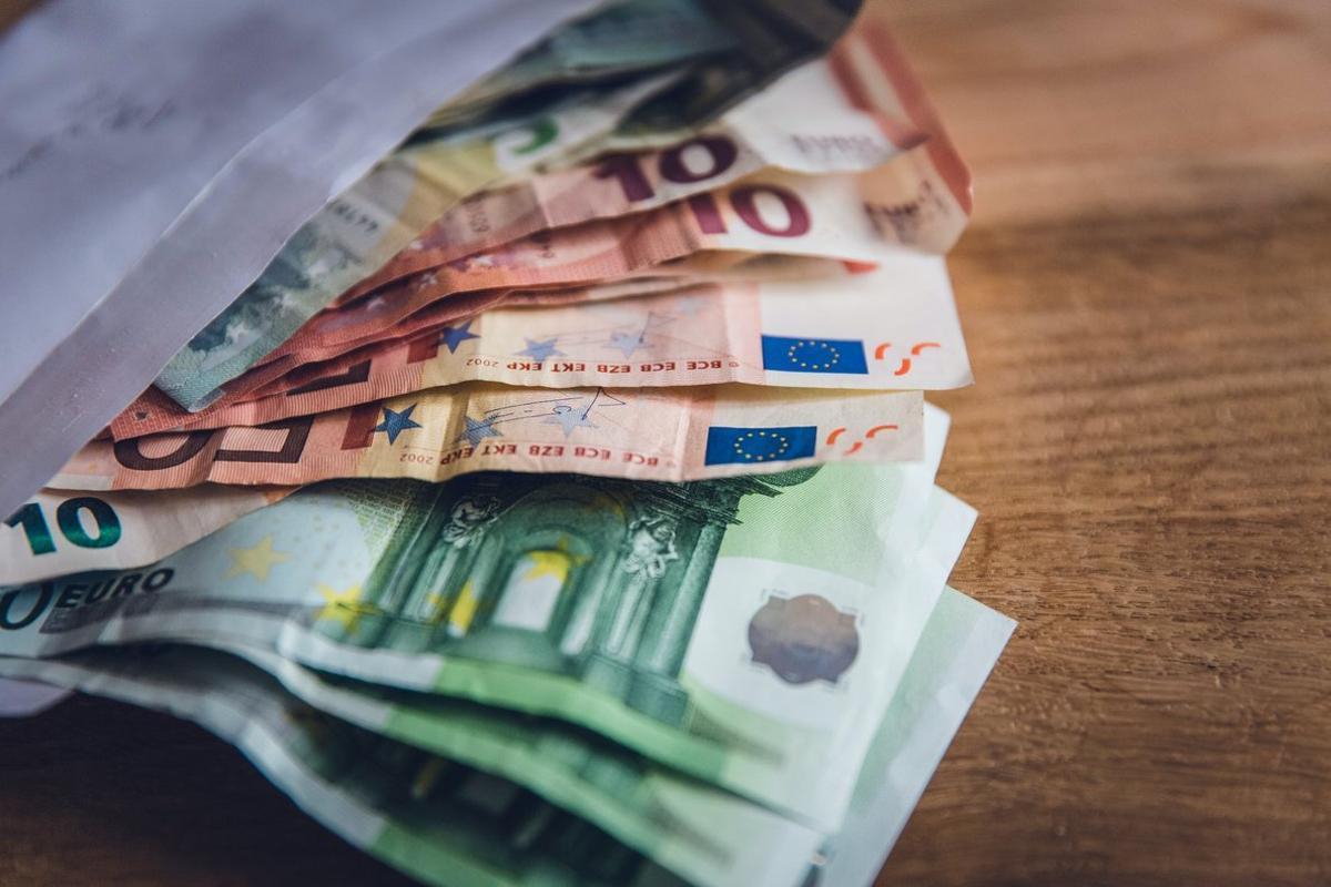 El 24% de los españoles ha pedido dinero prestado o ha alcanzado el límite de su tarjeta de crédito para pagar facturas.