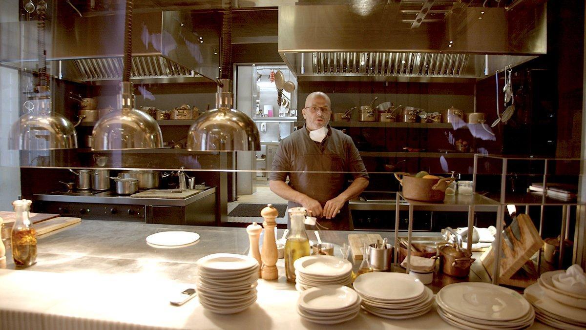El chef Jordi Vilà, en la cocina del restaurante Alkimia.
