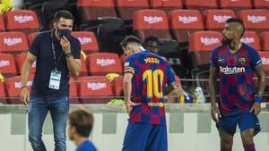 Eder Sarabia, con Messi y Vidal, en un partido ante el Atlético de la pasada temporada.