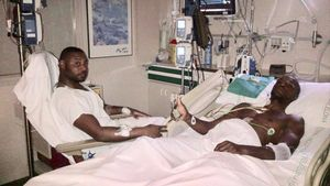 Abidal junto a su primo, Gerard Armand, tras la operación.