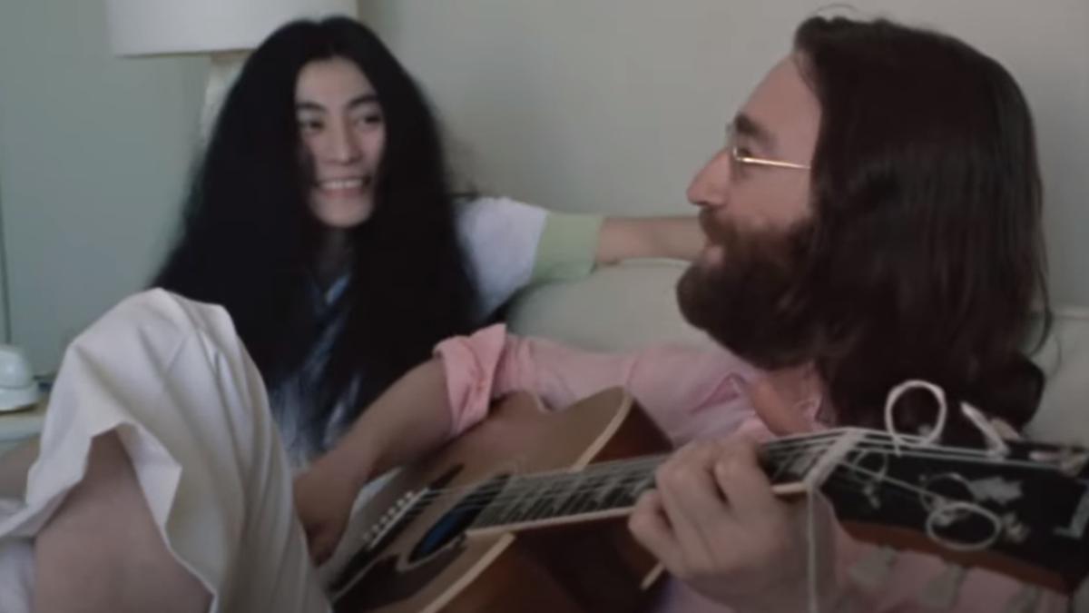 Imagen del vídeo inédito de la canción 'Give peace a chance'