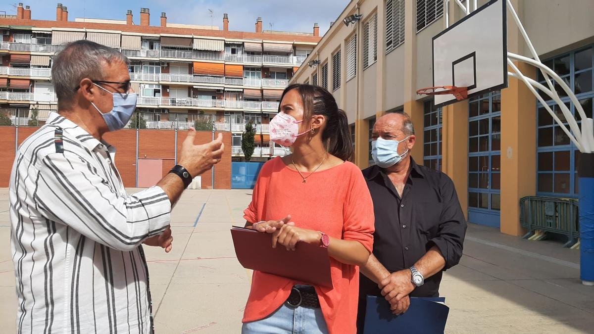 La alcaldesa Marta Farrés en una visita a un centro escolar