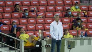Setién observa el encuentro entre el FC Barcelona y Osasuna.