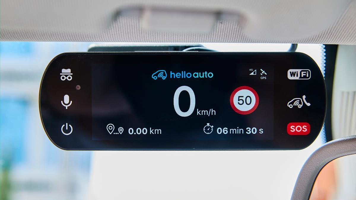 Sistema de copiloto inteligente que ofrece de manera gratuita el seguro para coches HelloAuto.