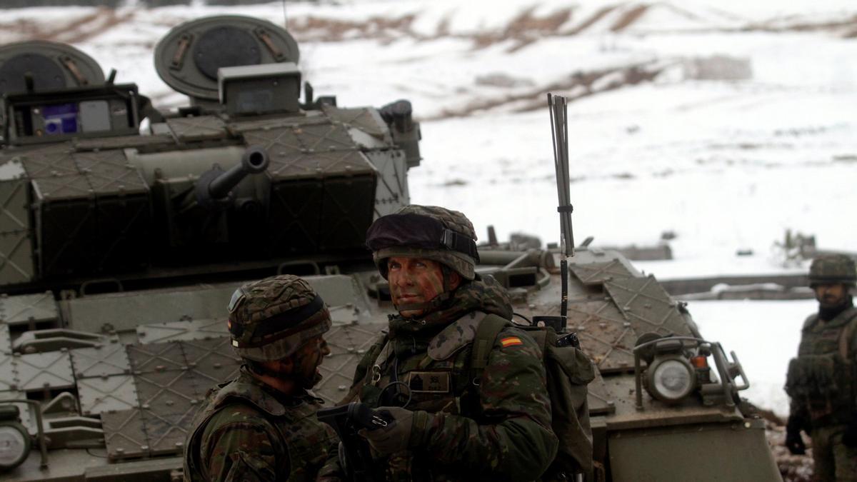 Militars espanyols, confinats a Letònia per un brot de Covid