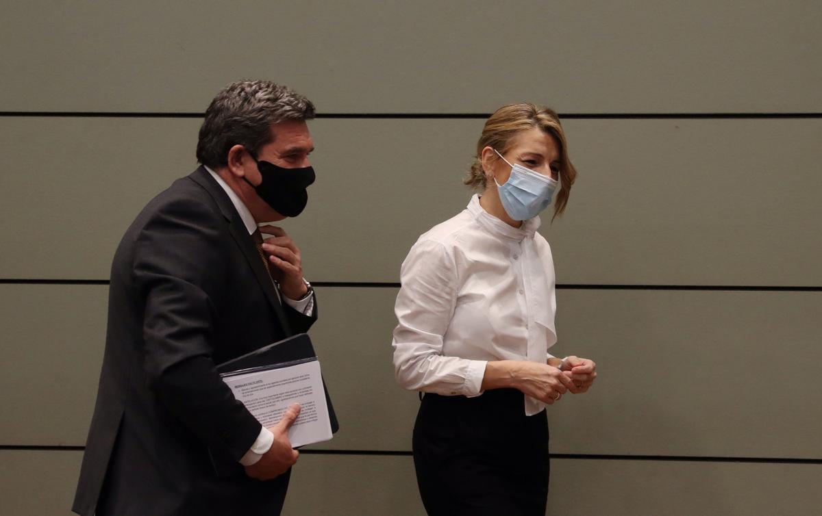 El ministro de Inclusión y Seguridad Social, José Luis Escrivá, y la vicepresidenta tercera y titular de Trabajo, Yolanda Díaz.