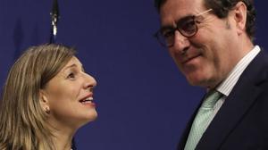 Yolanda Díaz,ministra de Trabajo, y Antonio Garamendi, presidente de la CEOE,