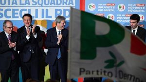 Renzi y Gentilioni, en un acto electoral del PD, el 27 de febrero.