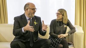 Eduard Pujol y Elsa Artadi, en el Parlament.