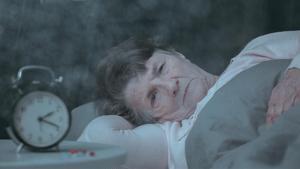 Imagen de una mujer mayor con alzhéimer.