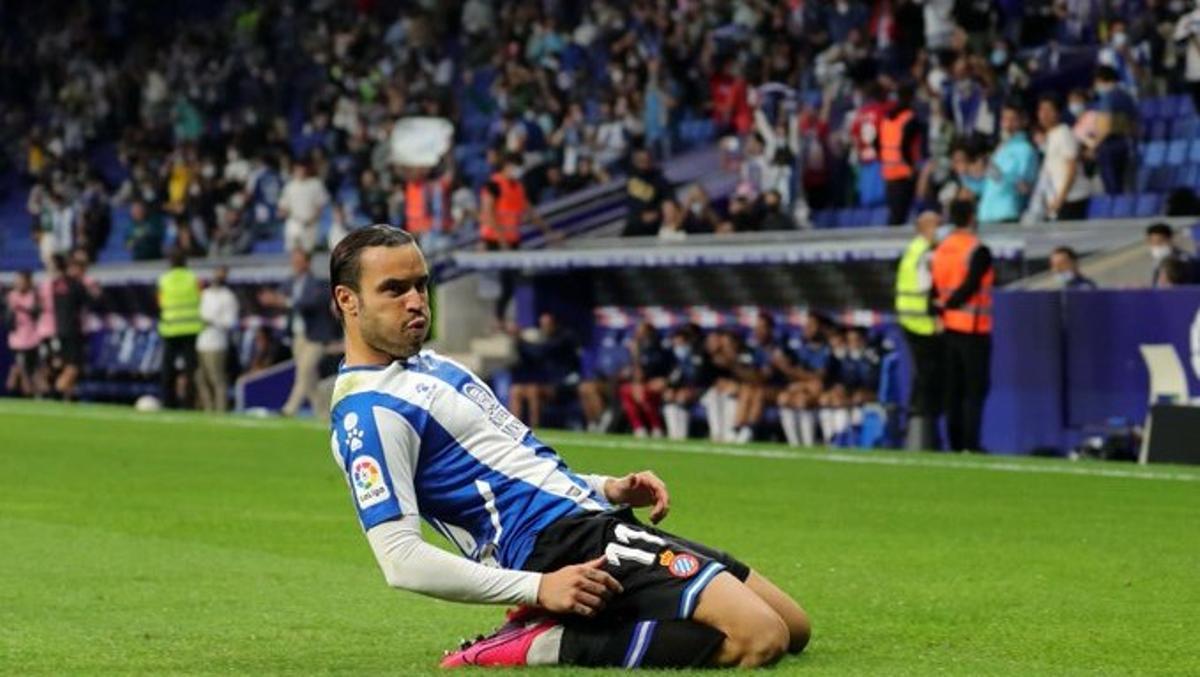 De Tomás celebra su tanto de penalti ante el Alavés.