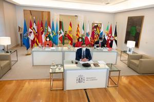 Pedro Sánchez, durante la reunión telemática de la XXII Conferencia de Presidentes, con los ministros de Hacienda, Política Territorial y Sanidad, este 4 de septiembre en la Moncloa.