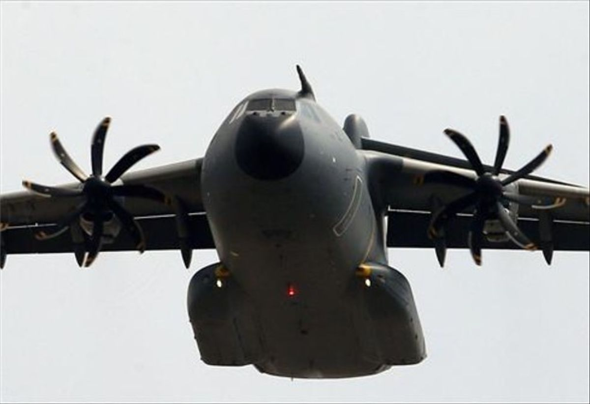 Un avión de carga militar de los Estados Unidos se dispone a aterrizar en la base militar turca de Incirlik, cerca de la ciudad de Adana.